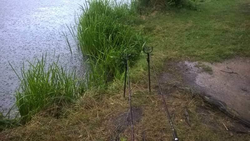 pořádný liják u vody