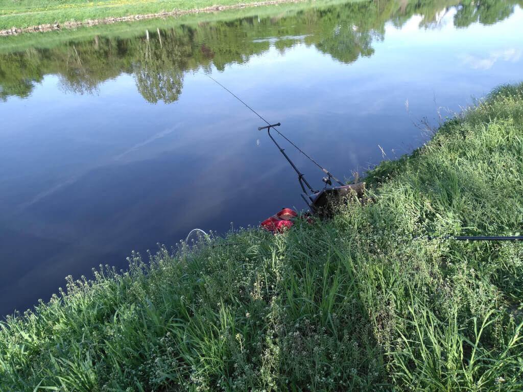 feederové montaže na řeky