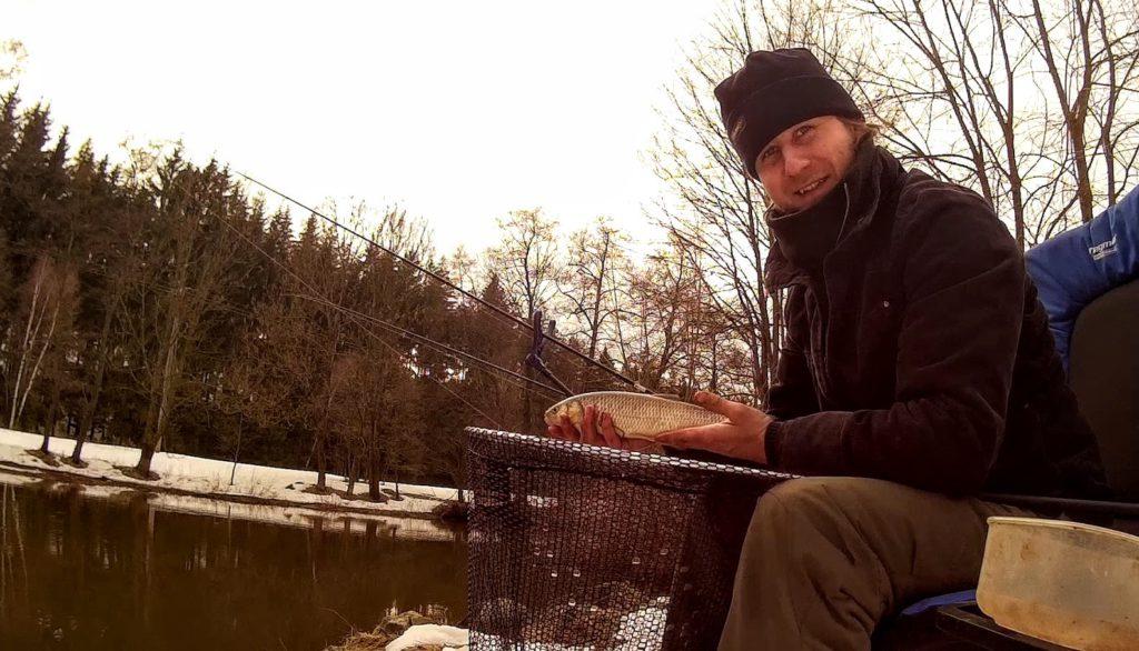Úlovek tlouště na malé řece
