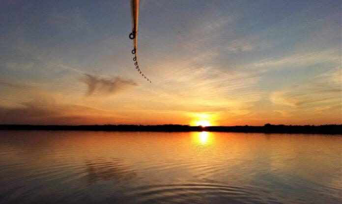 Dubnový západ slunce nad Moravským mořem